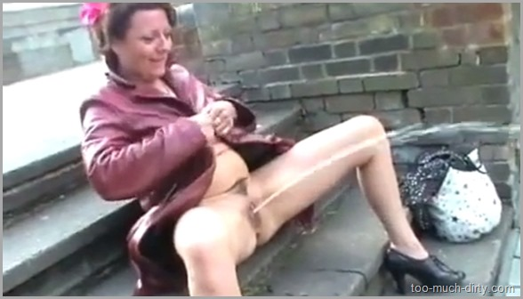 English_Mature_Wife_Flashing_Masturbating_and_Pissing_in_Public