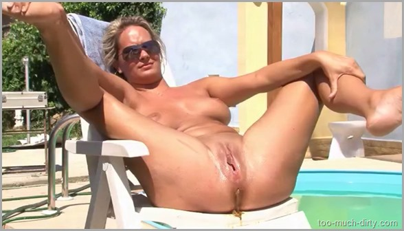 Hot_Blonde_MILF_Shitiing_Near_the_Swimming_Pool