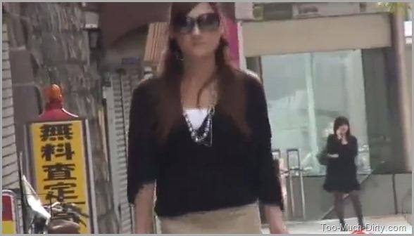 Beautiful Elegant Asian Babe Pooping in Public