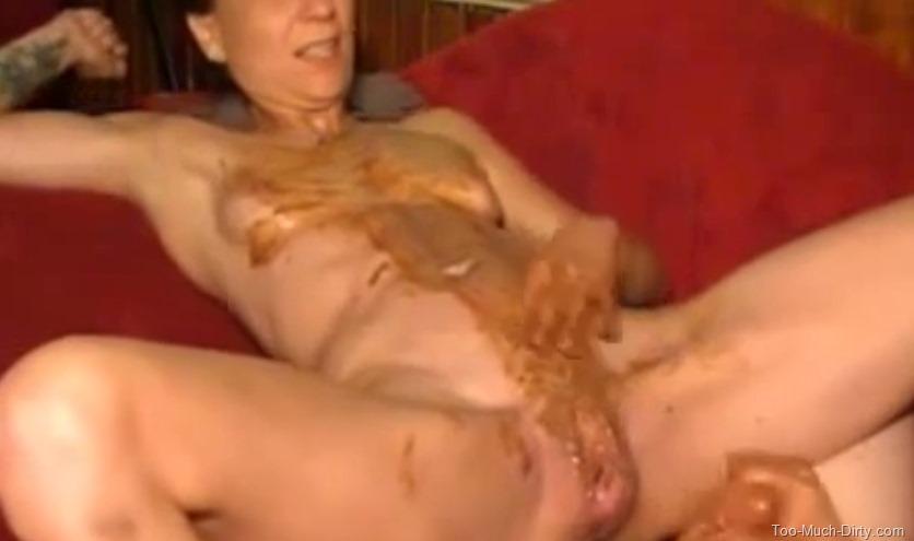 skinny girl pooping
