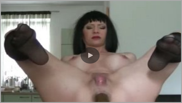 Brunette MILF Piss and Shit on a Kitchen Table